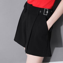 Sonne - Pleated Shorts with Belt