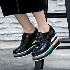 VIAN - 拼色厚底漆皮坡跟鞋
