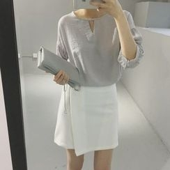 QZ Lady - Cut Out Front Elbow Sleeve Top