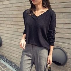 ERANZI - V-Neck Knit Top