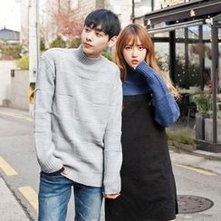 TOMONARI - Couple Mock-Neck Patterned Knit Top