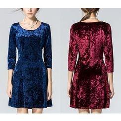 Dream a Dream - 3/4-Sleeve A-Line Dress