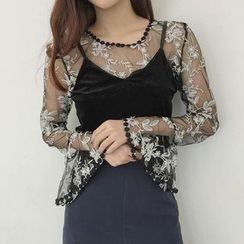 Jolly Club - Set: Lace Top + Sleeveless Cropped Top