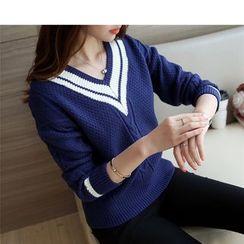 Oaksa - V-neck Knit Top