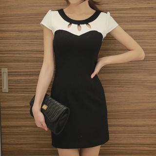 Fashion Street - Cutout Detail Short-Sleeved Dress