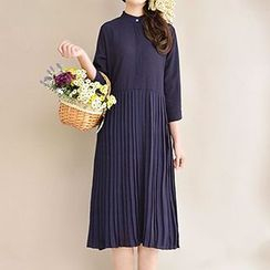 Yammi - Long-Sleeve Dotted Pleated Midi Dress