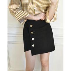 UPTOWNHOLIC - Button-Detail Asymmetric-Hem Skirt