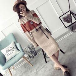 Qimi - Long-Sleeve Color Block Knit Midi Dress