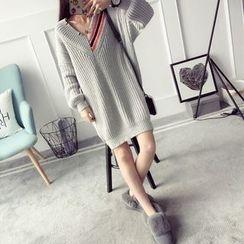 Qimi - V-Neck Chunky Knit Dress