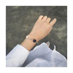 Momi K - Faux Pearl Bracelet