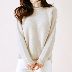 chuu - Turtle-Neck Dip-Back Furry-Knit Top