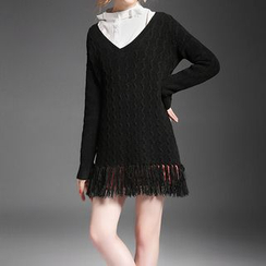 Alaroo - V-Neck Fringe Cable Knit Sweater