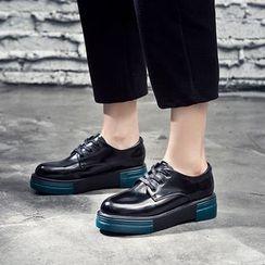 VIAN - Patent Platform Lace-Up Shoes