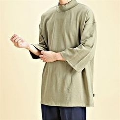 THE COVER - Mock-Neck 3/4-Sleeve T-Shirt