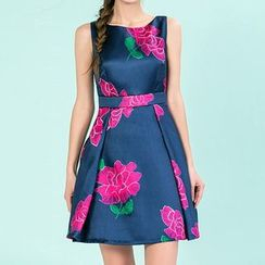 草莓花朵 - 碎花无袖连衣裙