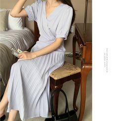 Miamasvin - V-Neck Dolman-Sleeve T-Shirt