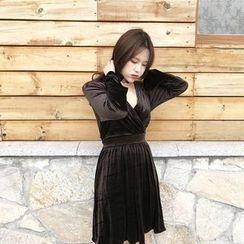 QZ Lady - Long-Sleeve V-Neck Velvet Pleated Dress