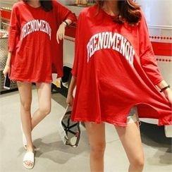 PINKSISLY - Drop-Shoulder Lettering T-Shirt