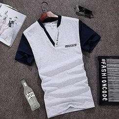Evzen - V-neck Panel T-shirt