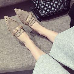 QQ Trend - 铆钉尖头乐福鞋