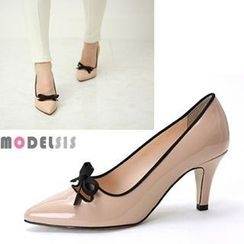 MODELSIS - Contrast-Trim Bow-Accent Patent Pumps