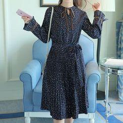 Queen Bee - 植毛绒蝴蝶结长袖雪纺连衣裙