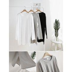 hellopeco - Round-Neck Slit-Side T-Shirt