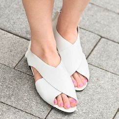 SO Central - Cross-Strap Sandals