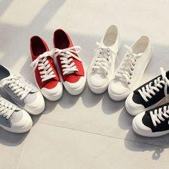 DANI LOVE - Round-Toe Platform Sneakers