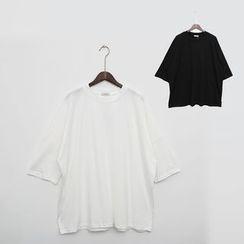 Mr. Cai - Short-Sleeve Loose-Fit T-Shirt