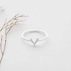Love Generation - V Rhinestone Sterling Silver Ring