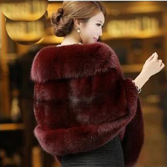 Fluff Snowy - Faux-Fur Cape