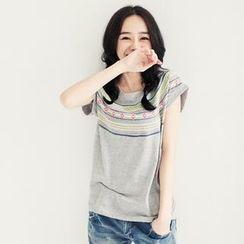 Tokyo Fashion - Cuffed Short-Sleeve Geometric-Print Top