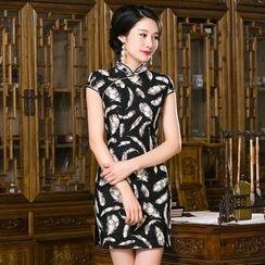 Maura Qipao - 盖袖羽毛图案旗袍