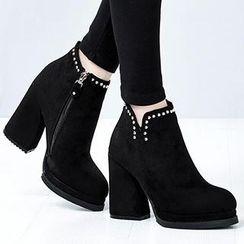 Mancienne - Studded Chunky-Heel Anjkle Boots