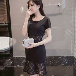 Maine - Short-Sleeve Lace-Panel Dress