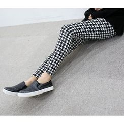 WHITE FOX - Houndstooth Fleece-Lined Leggings