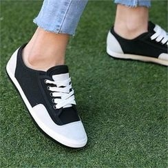 CHICFOX - Two-Tone Sneakers