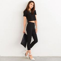SO Central - Set: Short-Sleeved Crop Top + Tapered Pants