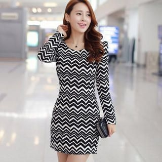 Ringnor - Sharp-Shoulder Wave-Pattern Sheath Dress