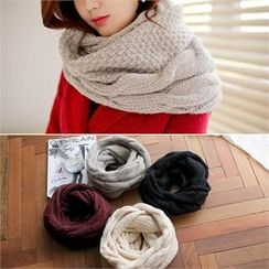 Styleberry - Cable-Knit Circle Scarf