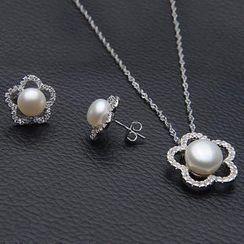 ViVi Pearl - 套装: 淡水珍珠项链 + 耳环