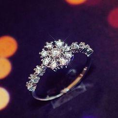 True Glam - Rhinestone Snowflake Ring