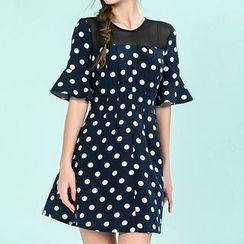草莓花朵 - 圆点荷叶袖网纱拼接连衣裙