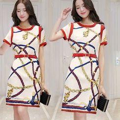 Mung Bean - Short-Sleeve Printed Sheath Dress