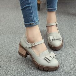 Charming Kicks - 粗跟扣帶鞋