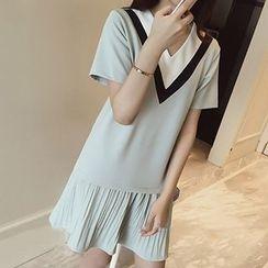 Rocho - Chevron Pleated-hem Short-Sleeve Dress