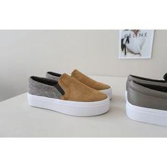 DAILY LOOK - Color-Block Faux-Suede Slip-Ons