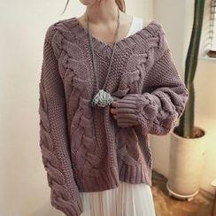Hidari - V-Neck Cable Knit Sweater