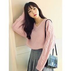 LOLOten - V-Neck Cable-Knit Sweater
